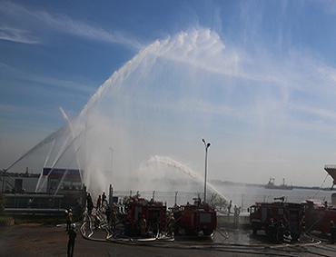 Rô bốt chữa cháy và cứu nạn xuất hiện tại Tổng kho xăng dầu Nhà Bè