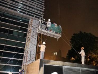 Giải cứu nạn nhân vụ cháy tòa nhà 33 tầng