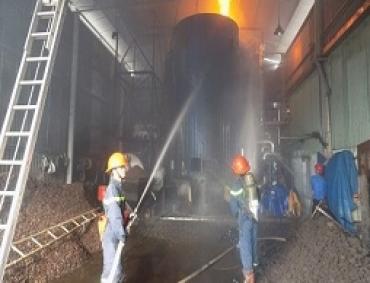 Chữa cháy bồn dầu tại Công ty TNHH TM Hiệp Thành, huyện Củ Chi